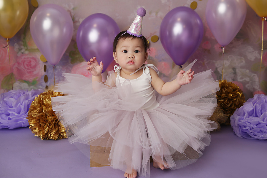 oro valley baby poses for one year pictures