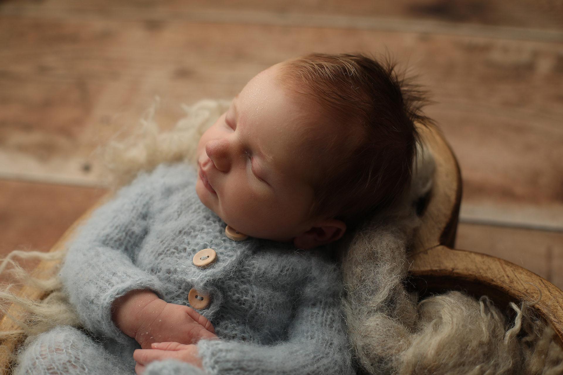 Tucson Poses for newborns