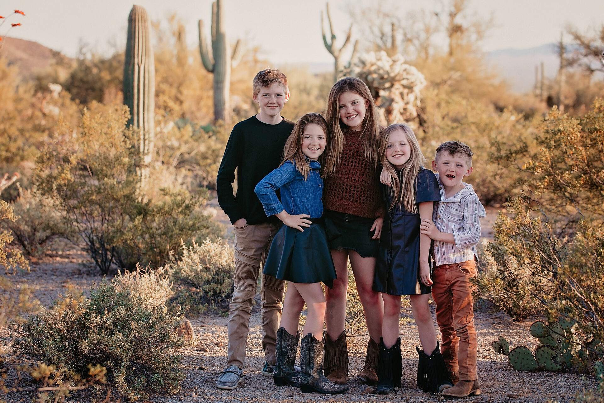 tucson family poses for photographer